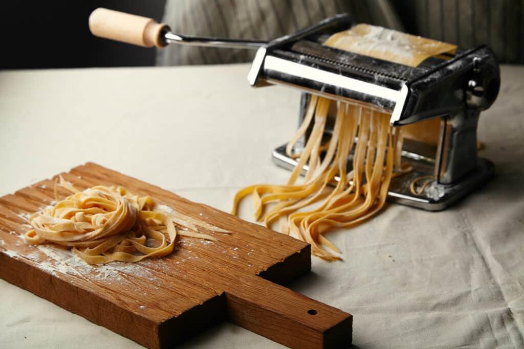 Klassisk italiensk pastamaskine med håndkraft